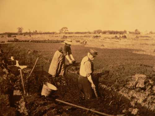 Puddling Turf in Montiaghs circa 1860